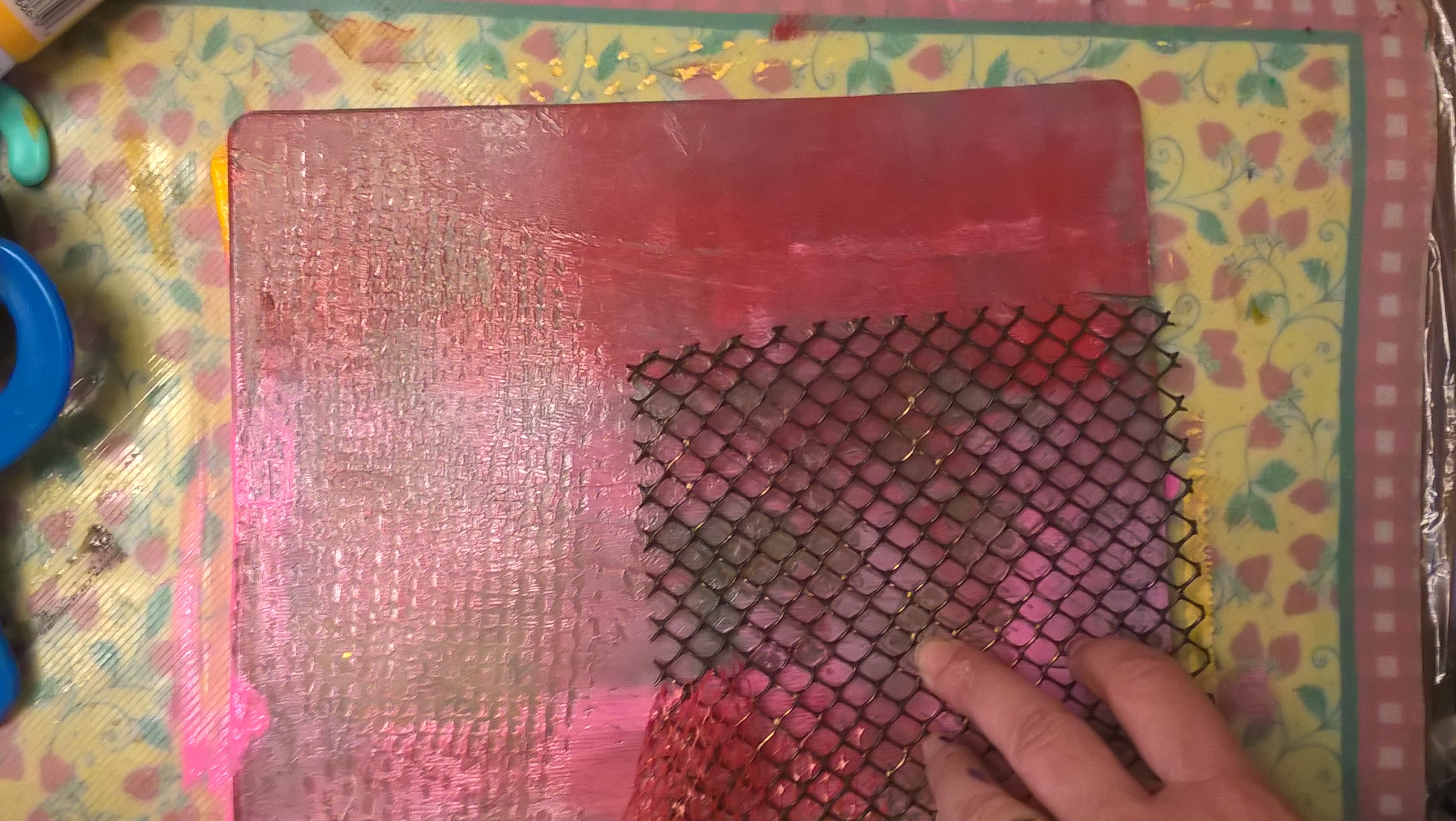 creating texture on gelli plate